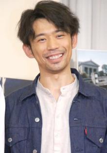 """岡田義徳、息子との""""追いかけっこ""""動画に反響「全力でお子さんと遊ぶパパ素敵」「走り方が可愛すぎ」"""