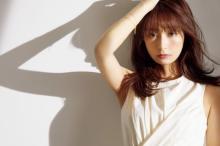 宇垣美里、色とりどりの衣装で3つの顔 『FLASH』 初カバー