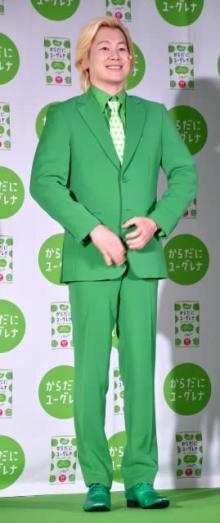 """カズレーザー""""緑スーツ""""初披露「思い切って変えさせていただきました」"""