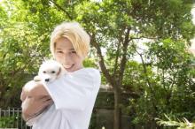 『ゼロワン』滅・砂川脩弥、1st写真集『BASE』発売 キュートな犬抱きしめショットも