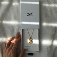 ZARAの「アルファベットネックレス」が話題って知ってる?アンティーク感がたまらないと大人気の嵐なんです♡