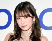 吉田朱里、胸元チラリなドレス姿「さいっこうに輝いてて素敵」「アカリン超キレイ」