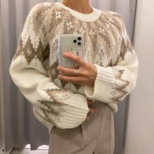 【GU】え、これが1990円なんて絶対に買いでしょ♡ 冬らしさ満点のセーターでホリデー気分が高まりそう