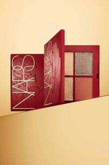 フラワープリントが素敵な新年限定のパッケージ。NARS ルナー ニューイヤー コレクションの発売が楽しみ♡