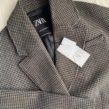 """1枚で垢抜けるコートはやっぱりこれ。ZARAの""""チェックコート""""はこの冬マストバイの予感です…"""