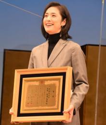 天海祐希、出身・台東区の『浅草芸能大賞』大賞に万感「また親孝行できました」
