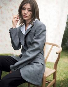 白石麻衣、ミュウミュウのジャケットまとい大人な表情 卒業後初『sweet』カバー