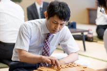 安田顕、正解のない役作りに試行錯誤 うつ病になったプロ棋士役