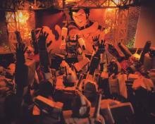 """現役ラッパー兼DJのモデラーが制作 """"3密""""で盛り上がるガンダムたちの""""年越しパーリナイ"""""""