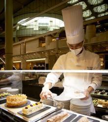 究極のケーキも登場。ニューオータニ大阪の人気ビュッフェ「ホテルでいちご狩り」が新スタイルで1月5日スタート