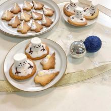 このつぶらな瞳、かわいすぎて食べられません…。おうちクリスマスのデザートに「スノーマンクッキー」はいかが?