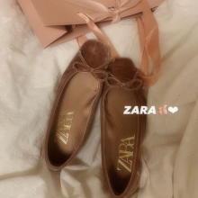 絶妙なくすみピンクにきゅん…!ZARAのベルベット地バレエシューズで、マンネリ化しがちな冬の足元におさらば