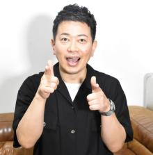 """宮迫博之、1年半ぶり地上波出演 """"テレビ電話""""でおなじみのポーズ披露"""