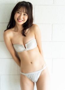 女子大生グラドル志田音々、フレッシュビキニで日本中に元気を届ける!