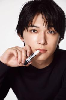 """吉沢亮、""""唇を潤す""""ディオールの新作ビジュアル公開"""
