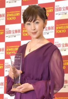 斉藤由貴、初ジュエリーの思い出回想 両親から「ダイヤモンドのネックレス」