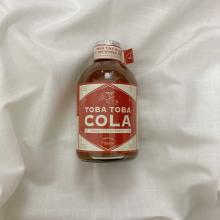 """飲み物に入れるだけで本格的なドリンクに早変わり。おうちで旅行気分を味わえる""""クラフトコーラ""""をレビュー!"""