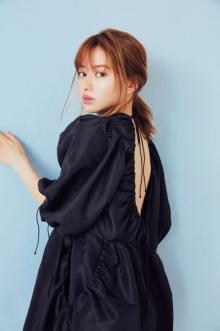 山本舞香、黒ドレスから美背中チラリ ナチュラルな魅力を披露