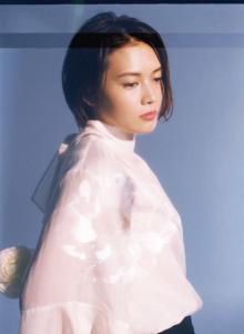 YUI、セルフカバー集発売決定 「CHE.R.RY」など6曲入り
