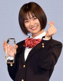 『制服アワード』女子グランプリに竹内詩乃さん 日本で一番制服が似合う女性に