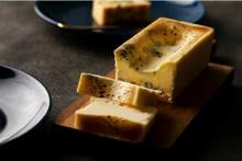 濃厚×刺激的な大人の味わい。人気のお取り寄せスイーツ、生ブルーチーズケーキ専門店「青」が横浜に初上陸