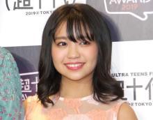 大原優乃、美背中チラリな透けニット姿「綺麗なライン」「なんと美しい!!」