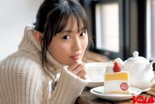 乃木坂46・遠藤さくら、ニットワンピで暖炉とケーキを楽しむ冬グラビア【独占カット】