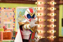 ゼンカイザー、バラエティ初出演 『しくじり先生』で井桁弘恵や加藤史帆がスーパー戦隊学ぶ