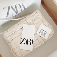 人気が出そうなZARAの新作バッグみっけ!ランダムな編み目の大きさが逆におしゃれな高見えデザインなんです