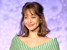 「かわいすぎる31歳」野崎萌香、美ボディちらりなドレス姿披露