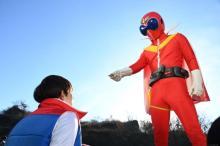 劇場版『ゼンカイジャー』アカレンジャー&介人の写真が解禁 野球仮面やバスコのカットも到着