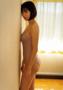 完全新人タレント・笠本ユキ、初仕事は『週プレ』グラビア 身長172cmの迫力BODY