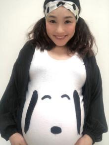 「発想が天才」平野ノラ、自作スヌーピーTシャツでセルフマタニティフォト