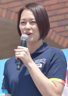 """""""双子妊娠""""大山加奈さん、夫&愛犬との家族写真公開「幸せいっぱい」「美しい」 入院中の現状も報告"""