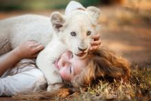 CGなしでライオンとたわむれる 撮影の舞台裏を公開