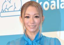 """倖田來未、""""セルフヘアカラー""""でピンク髪に「なんて器用な!!!」「凄くいい色~桜色」"""