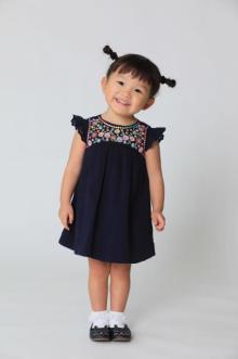 日韓で人気 2歳児ののちゃん、史上最年少デビュー いぬのおまわりさんが「天使」「癒やし」と話題
