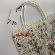 """ZARAにこんなかわいい""""刺繍バッグ""""があったなんて。「春夏ファッションにぴったり」とSNSでも話題に"""