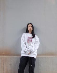 春も大活躍すること間違いなし。写真家・桜田真碧さんの作品を着る、『Tシャツ』や『スウェット』にひとめぼれ