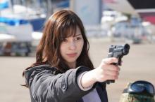 中条あやみが銃口を向ける… 最愛の恋人に「さよなら」 【『キミセカ』第9話ネタバレあり】