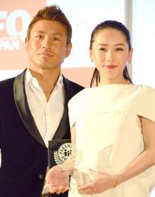矢沢心、夫・魔裟斗から40本の青い薔薇 出会って21年目・結婚15年目「いつもありがとう」