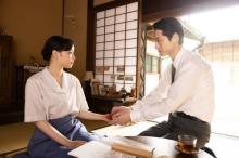 『エアガール』広瀬すず×坂口健太郎の胸キュン写真公開 2人が見つめ合う