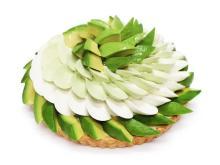 新緑の輝き!カフェコムサの新感覚スイーツ「アボカドのティラミスケーキ」
