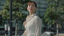 綾瀬はるか、濡れたシャツ脱ぎ… 無防備な姿に「最強女優」「神々しい美しさ」