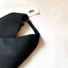 憧れのモードなおしゃれさんの共通アイテム。マルジェラの「ジャパニーズバッグ」が入手困難なほど人気なんです