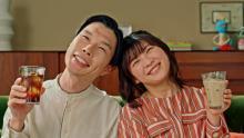 ハライチ岩井と伊藤沙莉、夫婦役で共演の新CM公開 伊藤のウエディングドレス姿に「きれい~」
