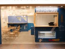 「フツウニフルウツ 舞浜出張所」がついにオープン。店舗限定のプリンアラモードはスイーツファン必食です