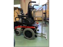 ワイヤレス給電つきの電動車椅子が登場!バッテリー充電が楽に