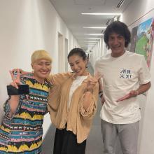 丸山桂里奈、夫・本並健治氏&三船美佳との3S公開 5年前のポーズを再現で「本並さん若返ってません?」の声