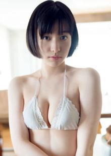新進女優・東出薫、人生初グラビアに挑戦「はじめはドキドキしましたが…」